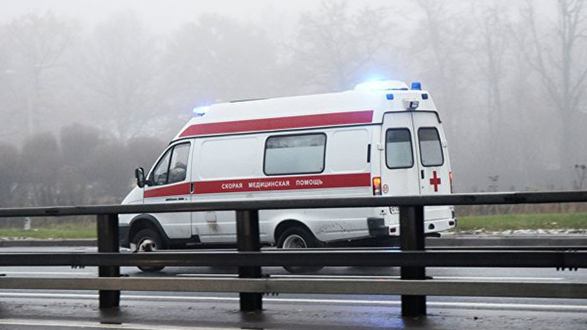 Под Петербургомавтомобиль насмерть сбил двух пешеходов