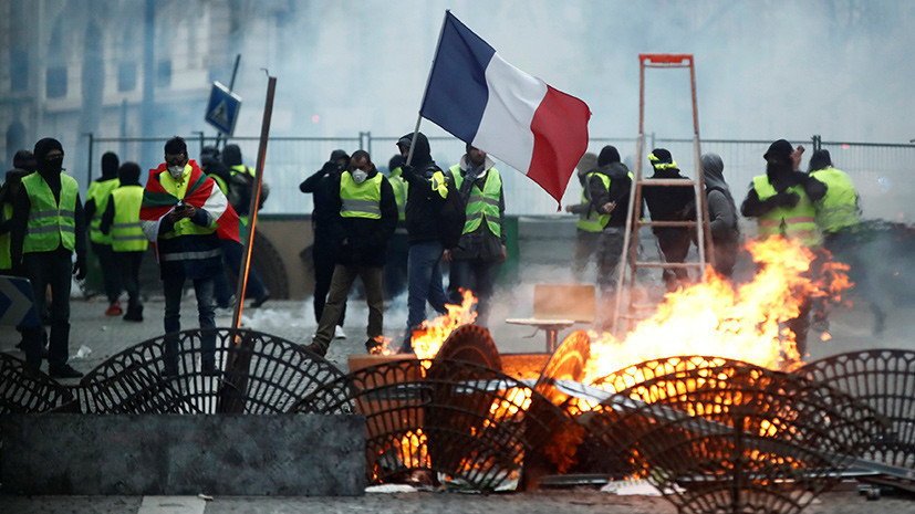 Голословные обвинения: RT уличил Bloomberg в публикации ложных данных об освещении сайтом канала протестов во Франции