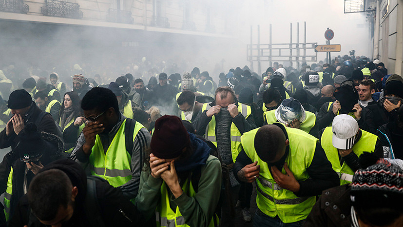 Слезоточивый газ, резиновые пули и обыски: как журналисты освещают протесты в Париже