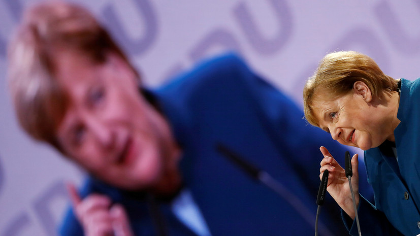 Крамп-Карренбауэр намерена пересмотреть миграционную политику Меркель