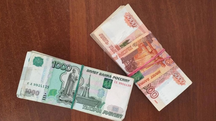 Украинец попытался провезти в Россию почти 1 млн рублей в ботинках