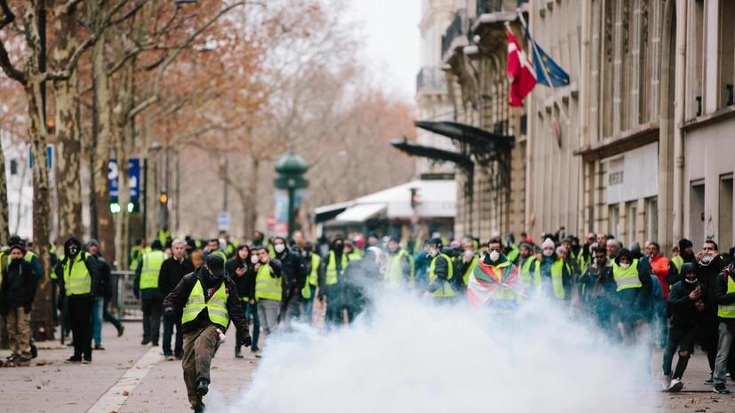 «Обвинять Москву удобно»: как в акциях протеста во Франции усмотрели «российский след»