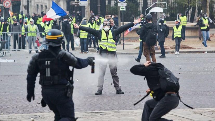 В Париже применили слезоточивый газ против протестующих школьников