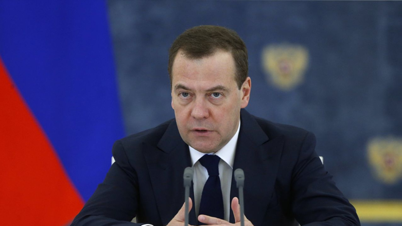 Медведев призвал снимать барьеры в торговле России и Белоруссии