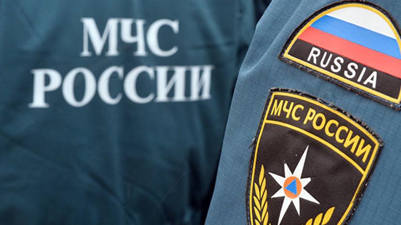 В Москве на подземной парковке ТЦ загорелся автомобиль