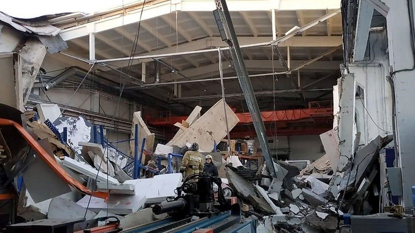 Тела трёх погибших обнаружены на месте обрушения крыши в Дзержинском