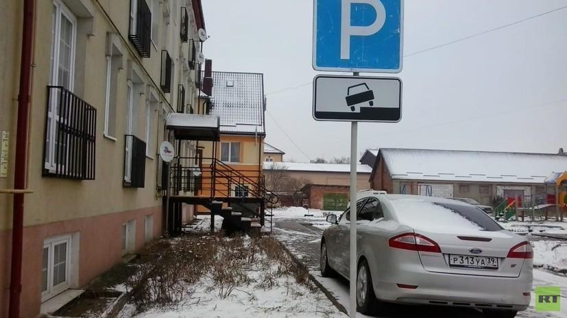 «Были вынуждены переехать»: женщина с ребёнком-инвалидом судится с паркующимся под их окнами вице-мэром