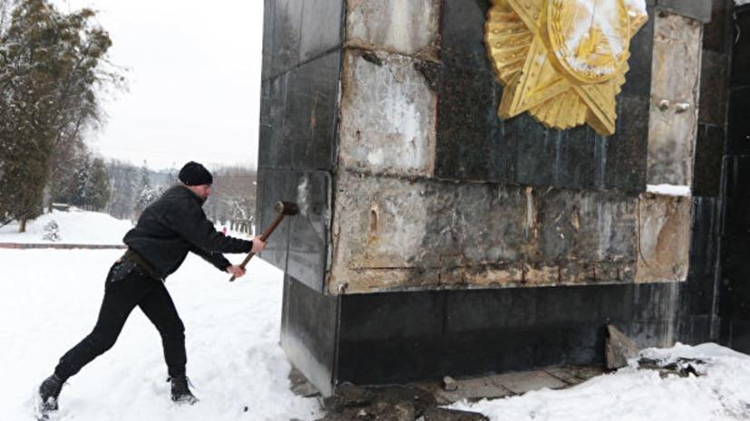 Во Львове начали демонтировать стелу Монумента Славы