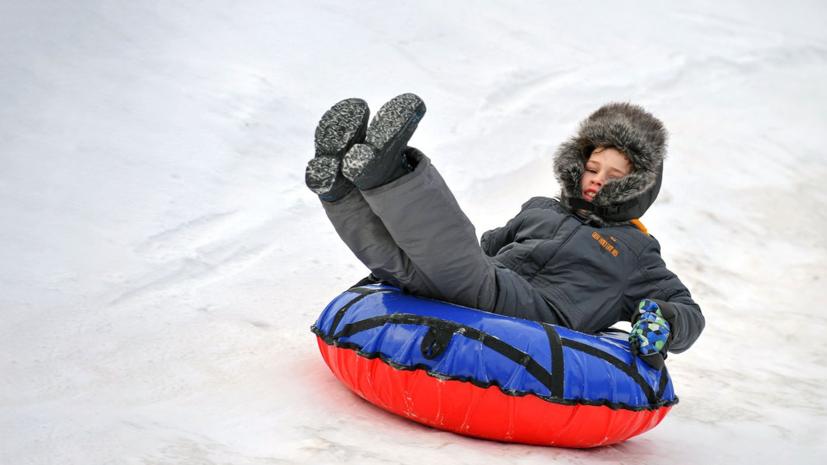 В 19 парках Москвы заработали первые зимние горки