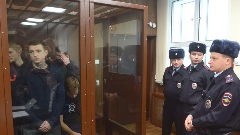 «Они полезнее на поле»: что говорили после отклонения апелляции Кокорина и Мамаева на продление срока ареста