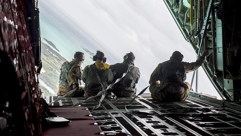 В Японии десантники США уронили с самолёта парашют на промзону