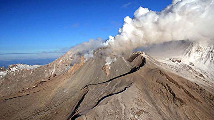 Вулкан Шивелуч на Камчатке выбросил второй за сутки столб пепла