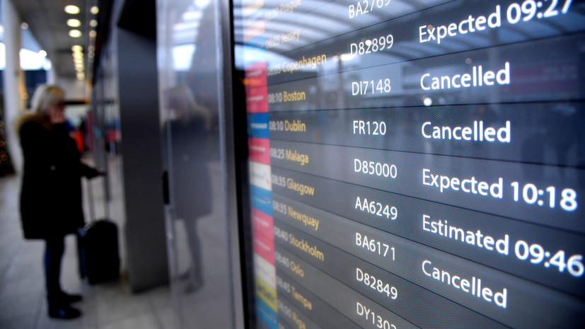 В аэропорту Гатвик в Лондоне предупредили о задержках и отменах рейсов