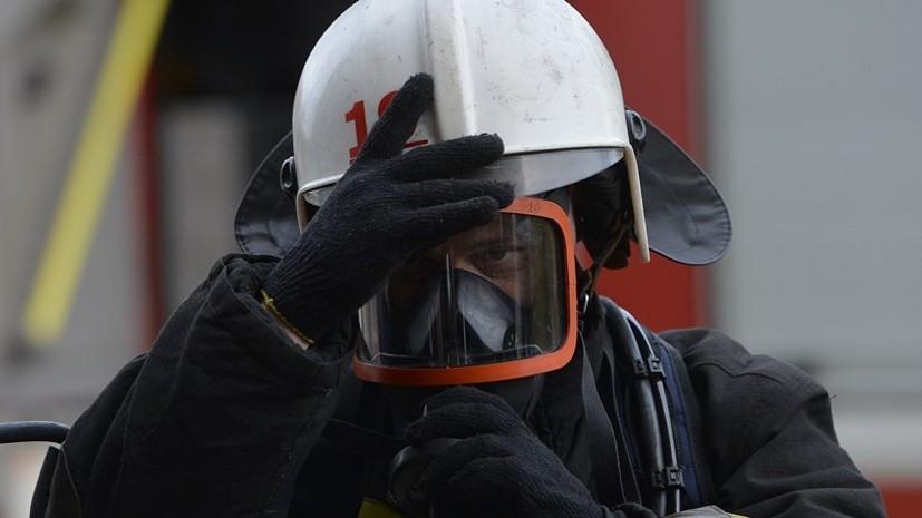 На юге Москвы горят гаражные боксы