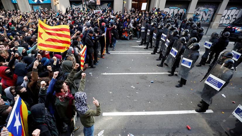Полиция: число пострадавших на протестах в Барселоне превысило 60