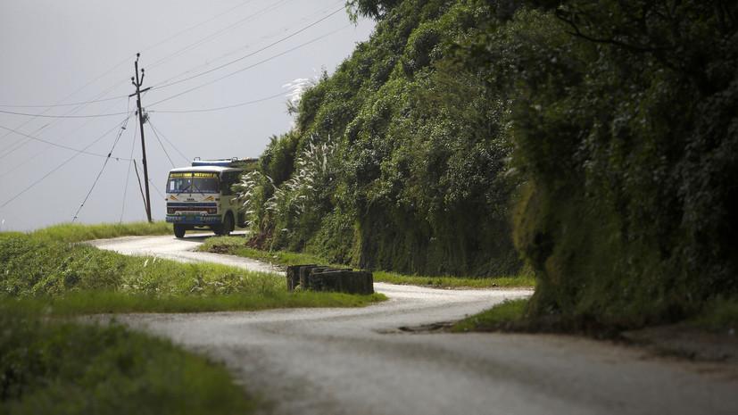 В Непале 23 человека погибли в результате падения автобуса в ущелье