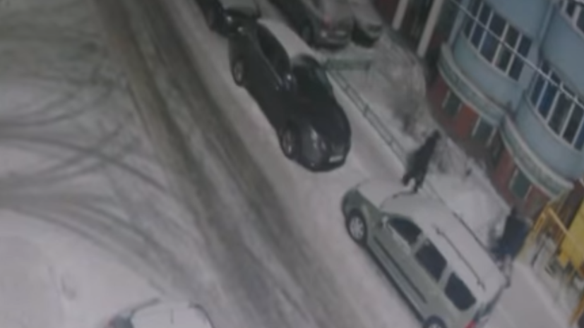 В сети появилось видео нападения двух футболистов на женщину в Рязани