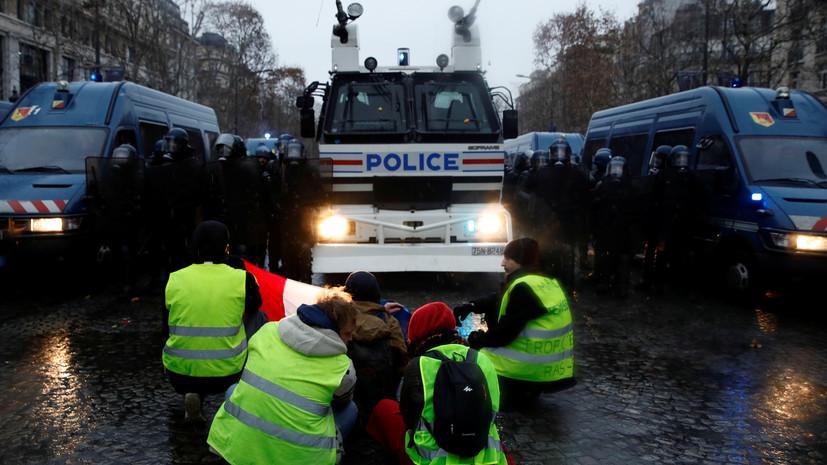 В Париже на акции протестов «жёлтых жилетов» вышли около 800 человек
