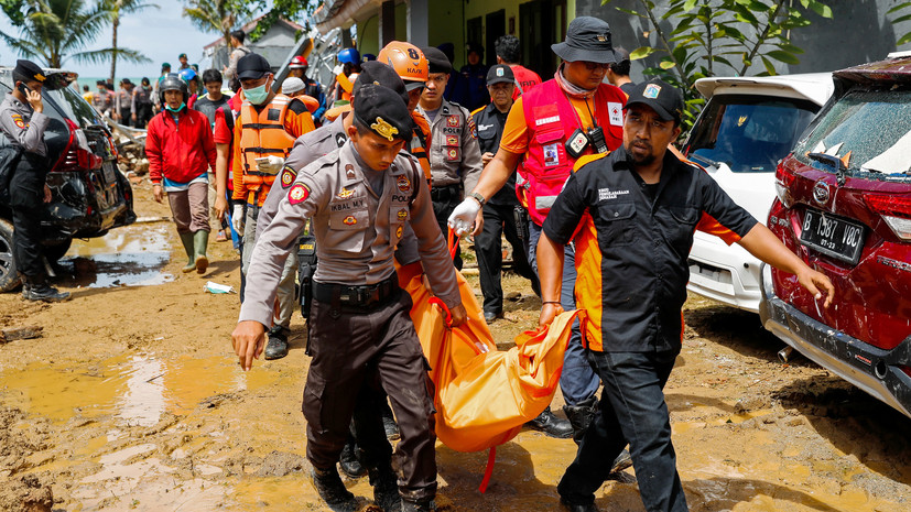 Число жертв цунами в Индонезии возросло до 373