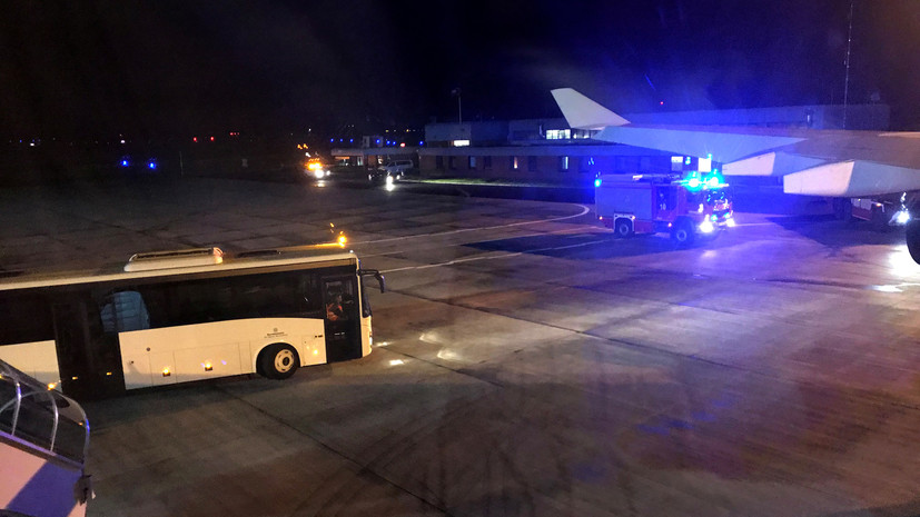 СМИ назвали ответственных за инцидент с самолётом Меркель