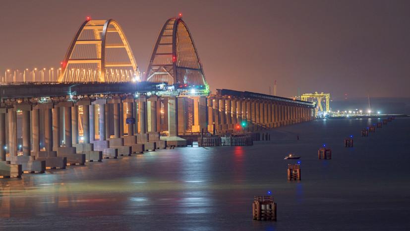 Стальные трубы и гидротехнический бетон: фарватерные опоры Крымского моста защитили от столкновения с судами