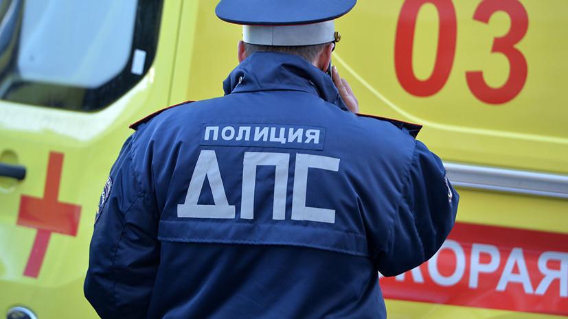 В Петербурге произошло ДТП с участием маршрутки и локомотива