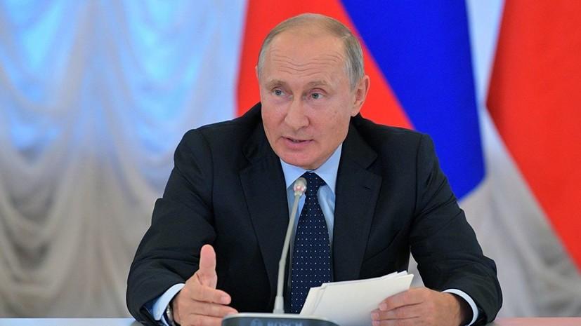 Путин подписал закон об упрощённом получении гражданства России