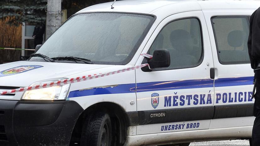 В Чехии мужчина захватил заложников в банке