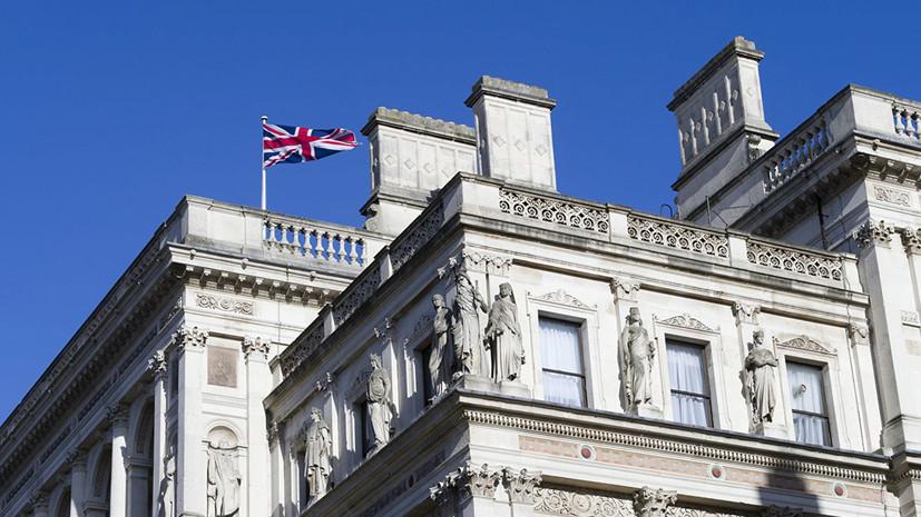 Эксперт назвал вынужденной мерой выдачу виз дипломатам России и Британии