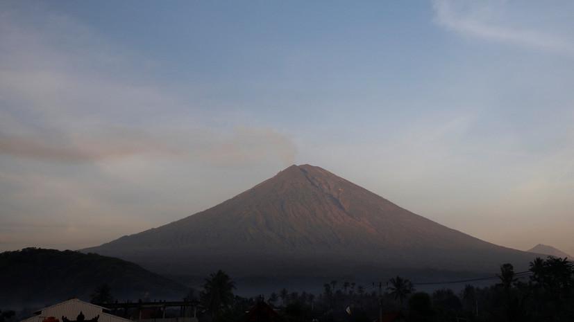 Посольство России призвало не посещать районы вблизи вулкана Агунг на Бали