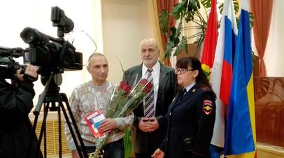 Подполковнику советской армии Вячеславу Жуку вручили российский паспорт