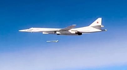 Ту-160 выпускает сверхдальнюю ракету X-101