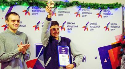 После запроса RT в МВД юный волонтёр смог подать заявку на временное проживание в РФ