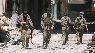 Бойцы Сирийских демократических сил в Манбидже
