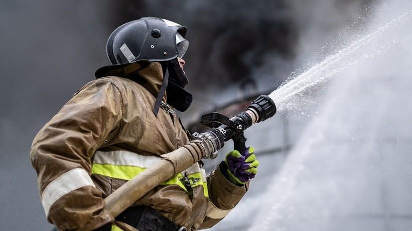 В МЧС Москвы сообщили о ликвидации пожара в металлическом ангаре
