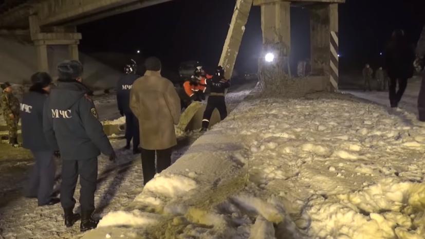 Опубликовано видео с места подрыва железнодорожного моста в Донецке