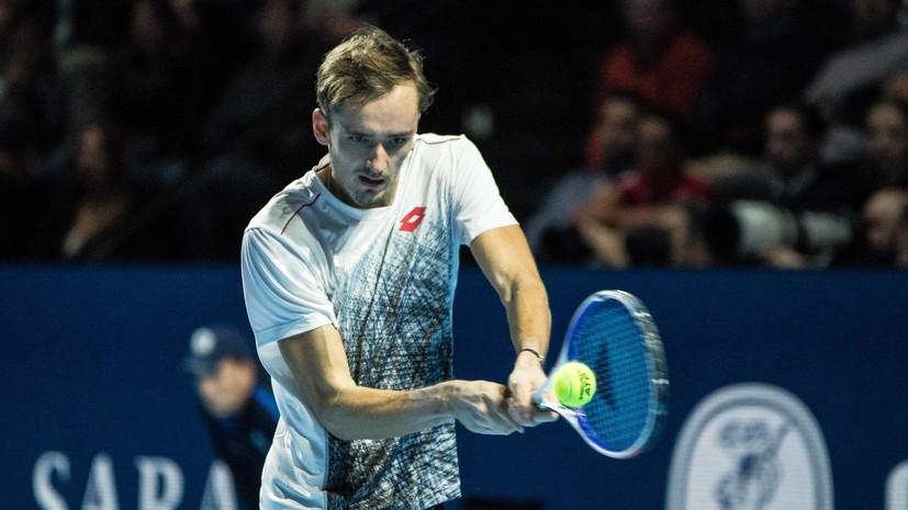 Медведев обыграл Раонича и вышел в полуфинал теннисного турнира в Брисбене