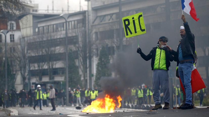 «Страна в гневе»: во Франции активисты «жёлтых жилетов» в восьмой раз проводят акции протеста