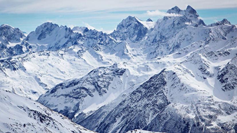 Спасатели ведут поиски сбившихся с маршрута на Эльбрусе лыжников
