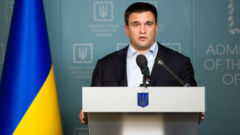 Климкин призвал ввести постоянный запрет на въезд мужчин из России