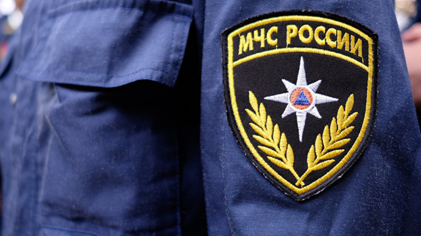 В МЧС Москвы сообщили о пожаре в металлическом ангаре
