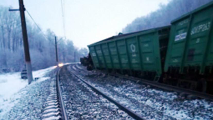 Вагоны товарного поезда сошли с рельсов в Оренбургской области