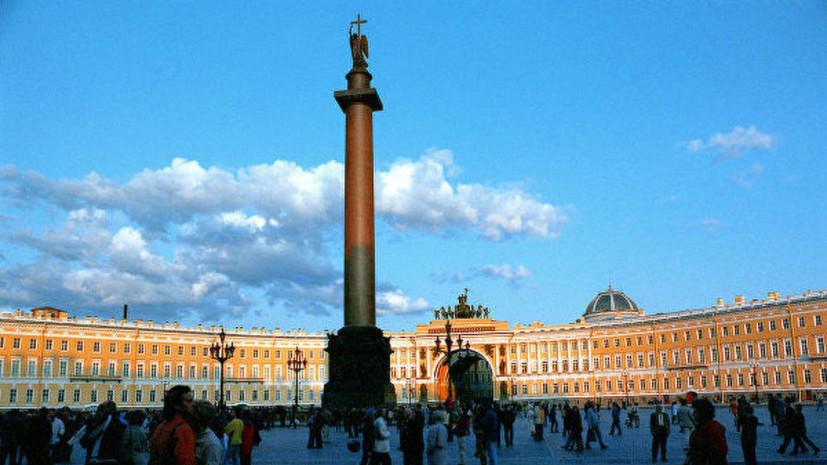 С ограды Александровской колонны в Петербурге пропал двуглавый орёл