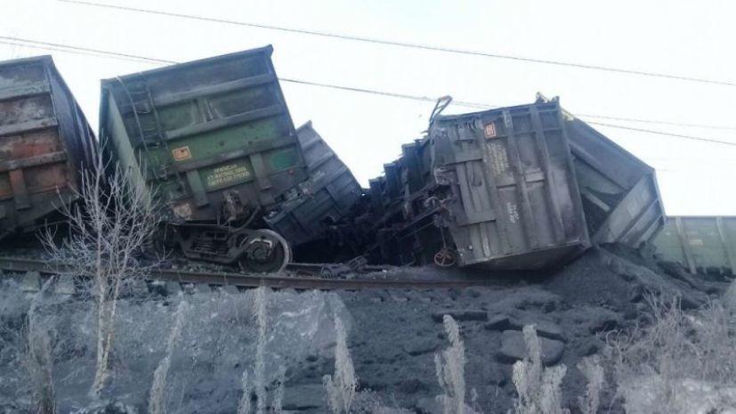 В Иркутской области три поезда ведут работы на месте схода вагонов
