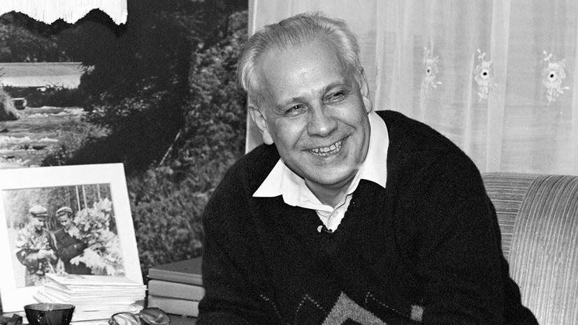 Анатолия Лукьянова похоронили на Троекуровском кладбище в Москве