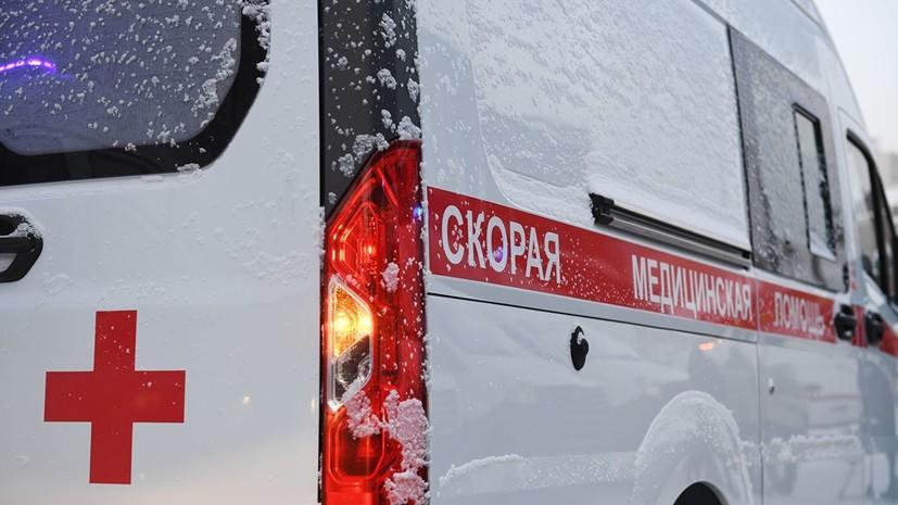 В Перми при наезде автомобиля на остановку пострадали три человека