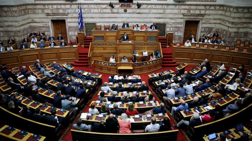 Глава Минобороны Греции заявил о выходе его партии из правящей коалиции