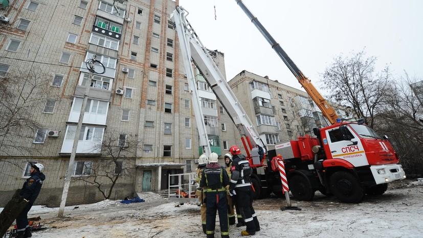 «Работают альпинисты»: на месте ЧП в Шахтах спасатели не могут попасть в две квартиры из-за неустойчивости конструкций