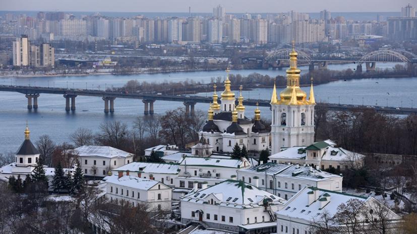 На территории Киево-Печерской лавры загорелось здание