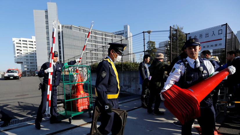 В центре Токио автомобиль наехал на толпу пешеходов